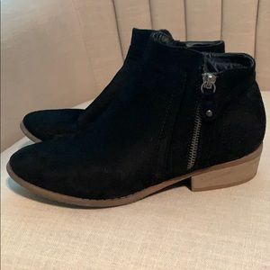 Wild Diva black ankle booties, size 7.5